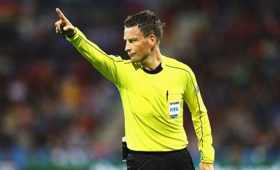 英超名哨将执法欧洲杯决赛 欧冠决赛就是他吹的