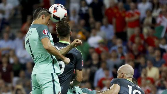 票选欧洲杯最佳进球 C罗葡萄牙惨成配角-GIF