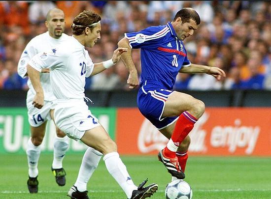 齐达内2000年欧洲杯表现很杰出