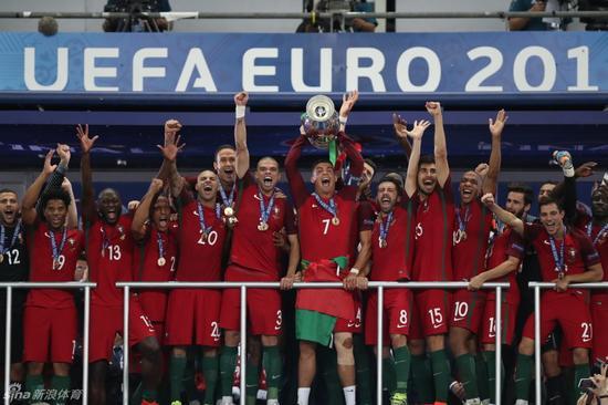 葡萄牙捧杯
