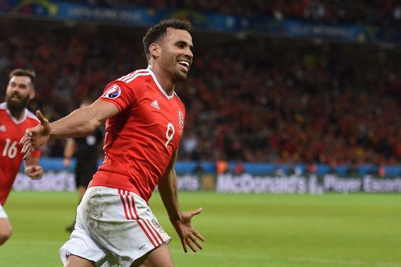 球迷票选欧洲杯最佳进球 克鲁伊夫再世神球当选