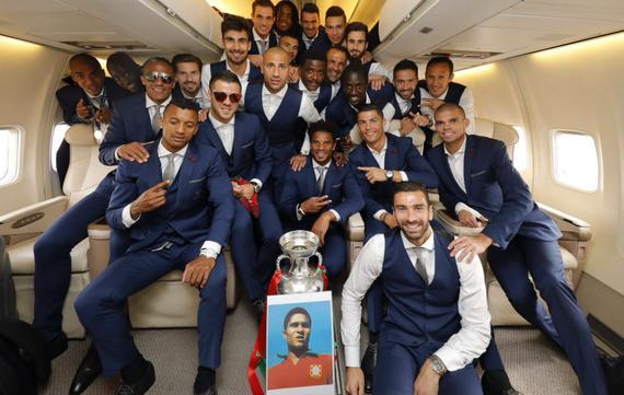 葡萄牙全队与一张照片合影 天堂里的巨星(图)