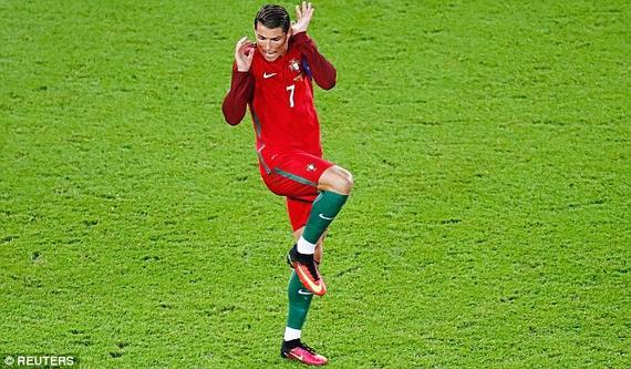 观点:C罗是足球的迈克尔杰克逊 性格比梅西吃亏