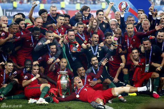 葡萄牙登顶