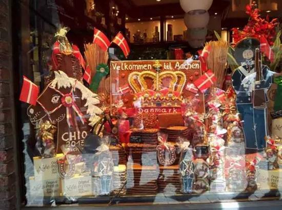 """2013年,橱窗里的商品都有""""伙伴国""""丹麦国旗的元素"""