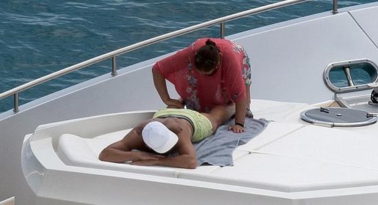 C罗母亲帮他按摩