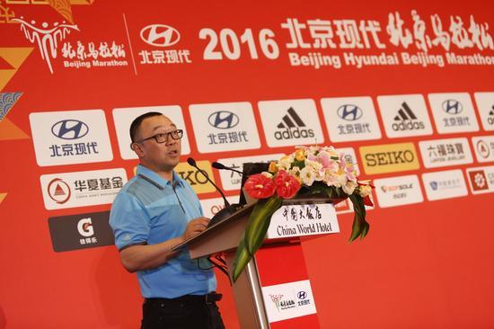 王简介绍赛事情况。