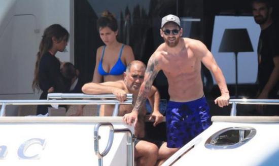 梅西最近在伊比萨岛度假
