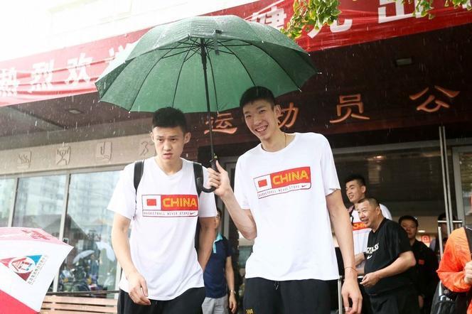 中国男篮兵发美国 将同梦之队打热身赛