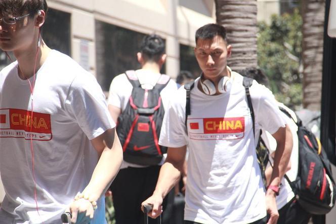 中国男篮抵达美国