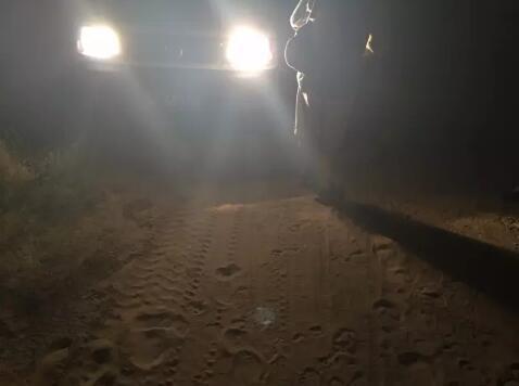 图:7月14日凌晨来到图开沙漠