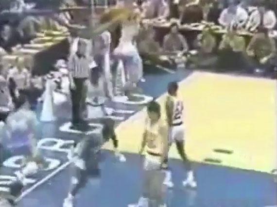 乔丹大学时期篮球视频