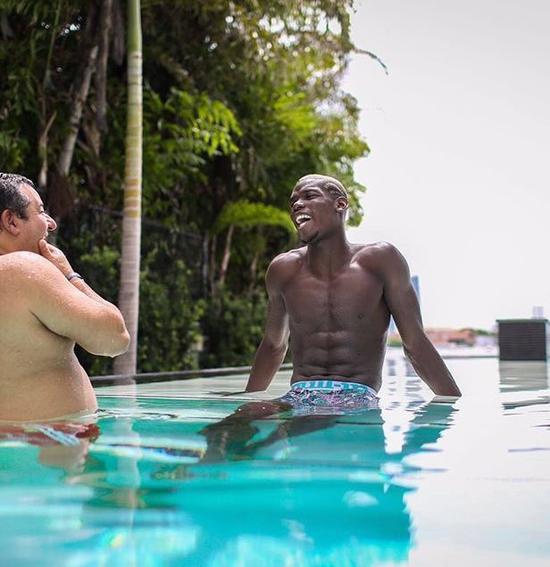 博格巴与拉伊奥拉正在迈阿密度假