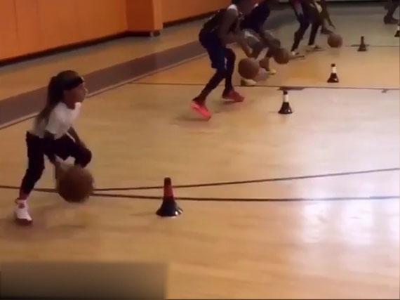 6岁小女孩刻苦训练视频