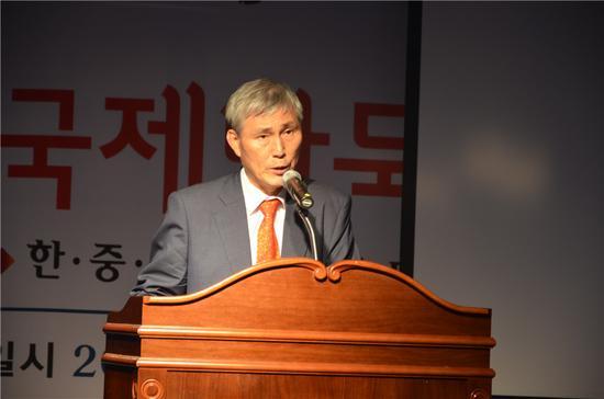 韩国国集会员曹薰铉致辞