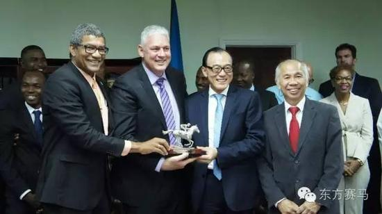 艾伦?切斯特尼(前排左二),CHC主席张祖德(前排右二)