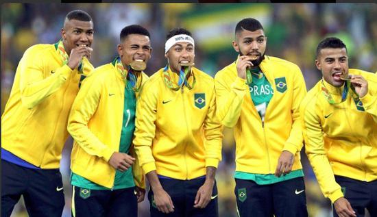 巴西人终于拿到了这枚日思夜想的金牌