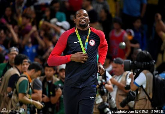 美国男女篮均夺得金牌