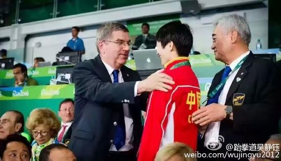 吴静钰遭到国际奥委会主席巴赫欢迎