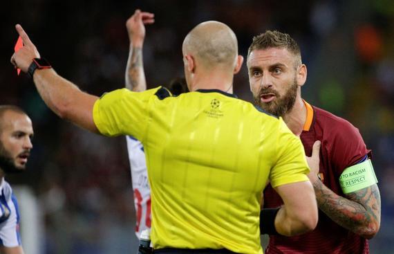 欧冠-再受辱!9人罗马主场0-3