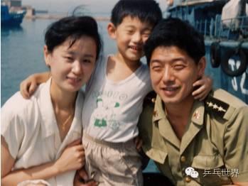 小时候的张继科和爸爸妈妈