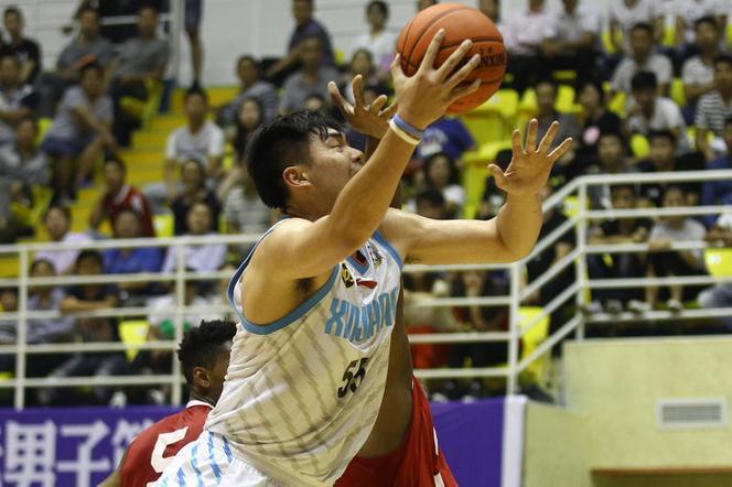 国际男篮争霸赛新疆74-75美国