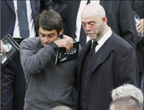 葬礼上奥沙利文异常伤心