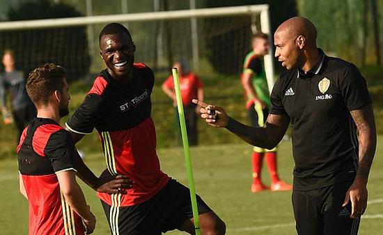 在国家队,与比利时队新助教亨利在一起