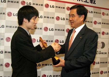 张栩唯一一座世界大赛冠军奖杯--LG杯