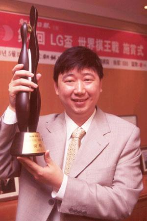 俞斌捧得LG杯