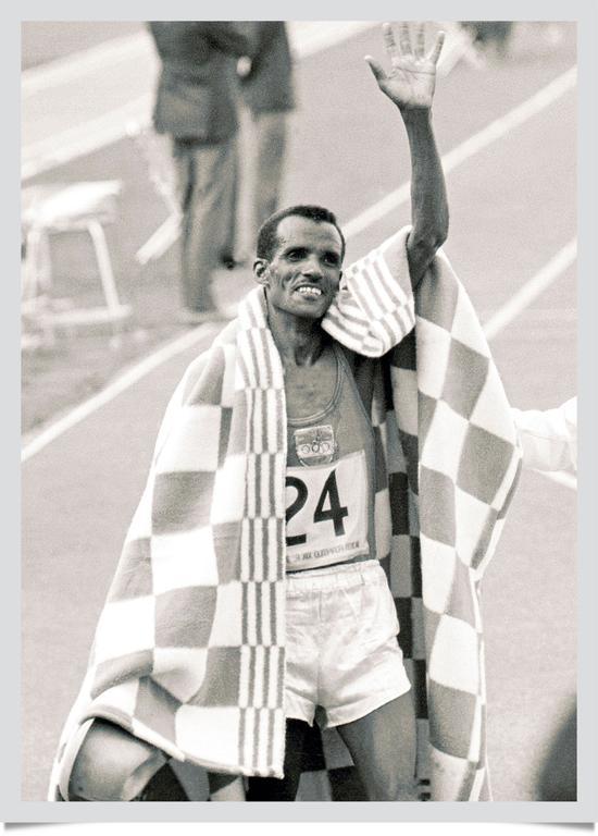 """当""""赤脚大仙""""阿贝贝·比基拉赢得埃塞尔比亚首枚奥运金牌图片"""