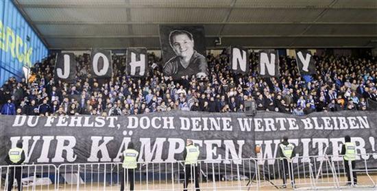 达姆施塔特球迷留念黑尔默斯