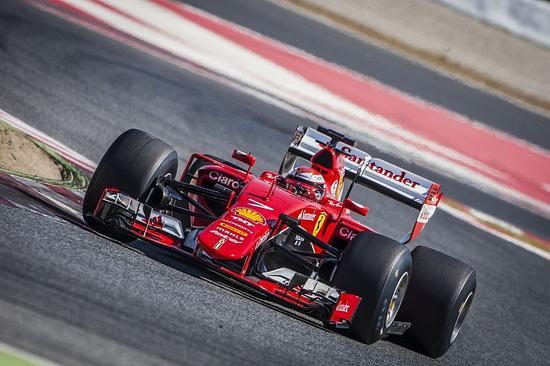法拉利车手莱科宁在巴塞罗那赛道测试2017款倍耐力F1轮胎