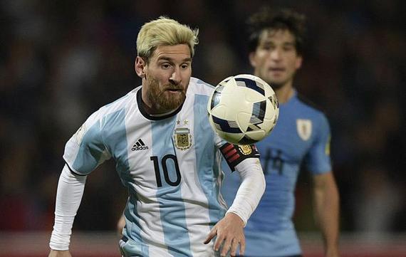 梅西带伤对阵乌拉圭并且打进一球