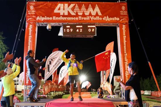连续征服三场世界顶级越野跑_中国跑者于雷创历史_移动积分