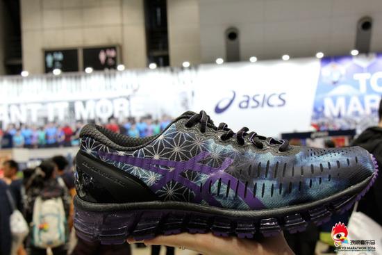 在东京马拉松博览会现场,见到了GEL- QUANTUM 360为原型的东马限量款跑鞋,一直念念不忘。