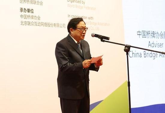 中国桥牌协会顾问华建敏宣布比赛开幕
