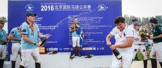 北京国际马球公开赛冠军激情庆祝