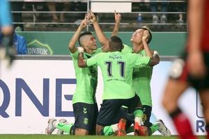 亚冠-金信煜造4球莱昂纳多双响 全北主场4-1首尔