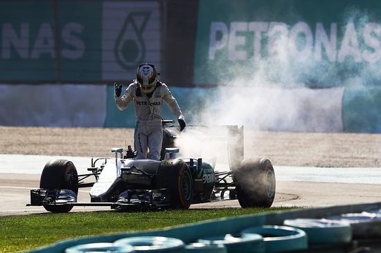 第41圈:汉密尔顿引擎爆缸退赛