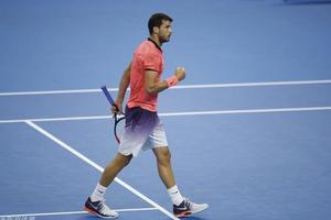 中网迪米生涯首胜纳达尔 晋级四强将战拉奥尼奇
