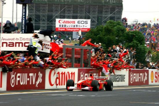 2000年10月8日,F1日本站,舒马赫提前锁定车手总冠军