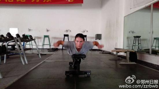 墨菲训练 (图片来源:郑州日报微博)