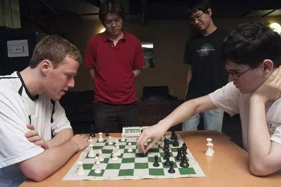 在MIT的学生活动中心总会看见棋手们的身影