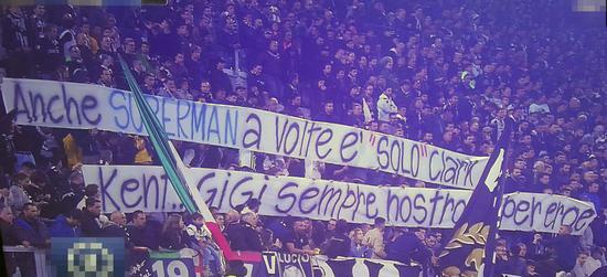 """球迷打出横幅支持布冯:""""有时候超人只是克拉克-肯特而已,Gigi始终是我们的英雄。"""""""