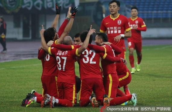 中超-莫雷罗制胜球 亚泰2-1逆转国安落后绿城3分