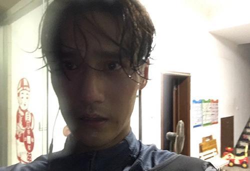 蒋劲夫带伤狂跑74公里打篮球跑步样样行_跑步没牌照的摩托车图片