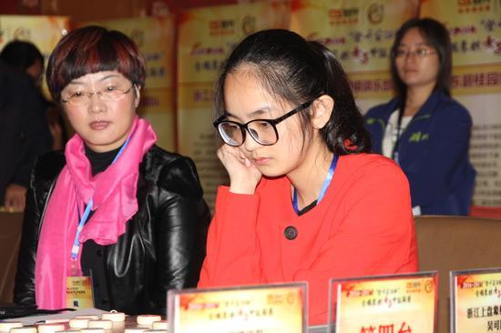 社会新闻    人气棋星时凤兰对林延秋打成平手,湖北一胜一和获得胜利.图片