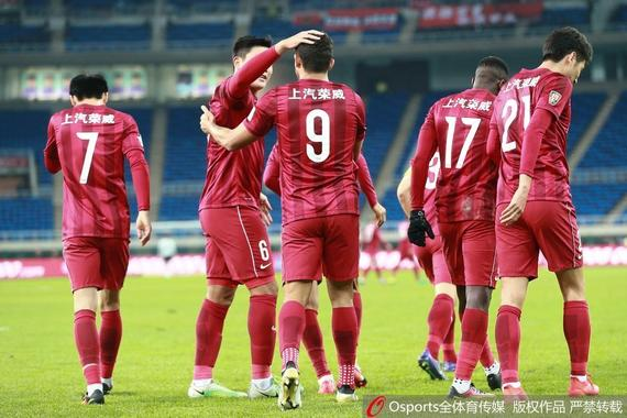 中超-于海头球破门 上港1-0泰达反超申花升第3