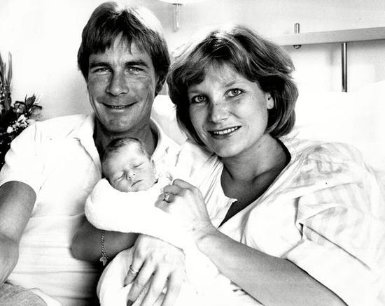 亨特夫妇与小儿子汤姆
